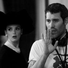 Yves Saint Laurent: Charlotte Le Bon con il regista Jalil Lespert sul set