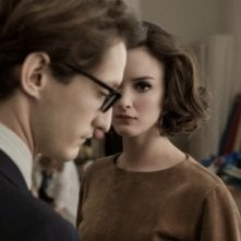 Yves Saint Laurent: Pierre Niney in una scena del film con Charlotte Le Bon