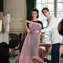 Yves Saint Laurent: Pierre Niney nei panni dello stilista francese in una scena con Charlotte Le Bon