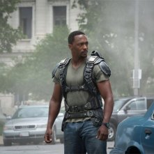 Captain America: The Winter Soldier: Anthony Mackie si guarda intorno