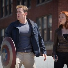 Captain America: The Winter Soldier - Scarlett Johansson e Chris Evans per la strada