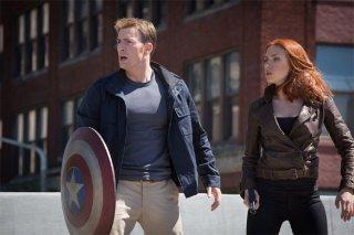 Captain America: The Winter Soldier - Scarlett Johansson e Chris Evans per la strada