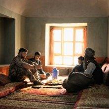 Inbetweens Worlds: Ronald Zehrfeld con Mohsin Ahmady in una scena
