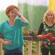 Life of Riley: Caroline Silhol con Sabine Azéma in una scena della commedia