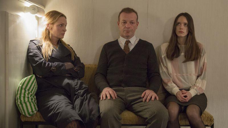 The Nymphomaniac - Part 1: Uma Thurman in una scena del film con Stacy Martin e Hugo Speer