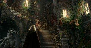 La bella e la bestia: Lea Seydoux (di spalle) in un momento del film