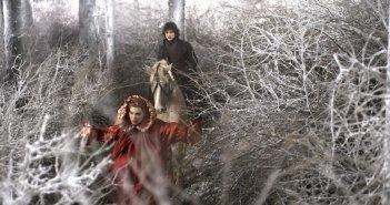 La bella e la bestia: Lea Seydoux e Louka Meliava in una scena