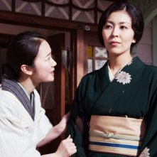 The Little House: Takako Matsu con Haru Kuroki in un momento del film