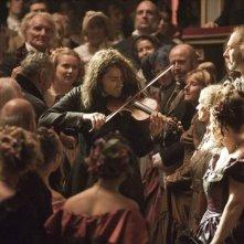 Il violinista del diavolo: David Garrett tra il pubblico durante un'esibizione in una scena del film