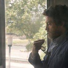 Maldamore: Alessio Boni è pensieroso in una scena del film