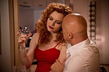 Maldamore: Miriam Dalmazio in una scena del film seduce Luca Zingaretti