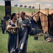 Pompei: Carrie-Anne Moss insieme a Jared Harris in una scena