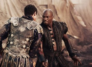 Pompeii: Adewale Akinnuoye-Agbaje in una scena del film