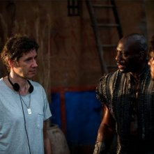 Pompeii: Kit Haringston e Adewale Akinnuoye-Agbaje sul set con il regista Paul W.S. Anderson