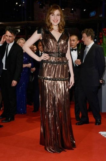 Berlino 2014: Greta Gerwig sul red carpet nella serata di apertura