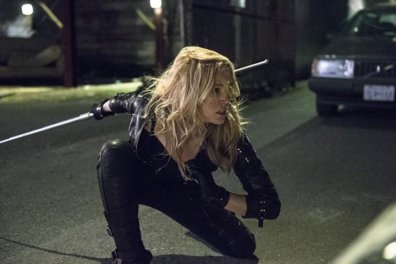 Arrow: Caity Lotz in una scena dell'episodio della stagione 2, Heir to the Demon
