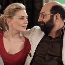 Supercondriaco - Ridere fa bene alla salute: Kad Merad con la 'moglie' Judith El Zein in una scena