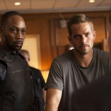 Brick Mansions: Paul Walker e RZA in una scena del film