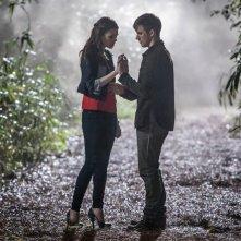 Star-Crossed: Aimee Teegarden e Matt Lanter in una scena del pilot della serie