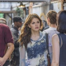 Star-Crossed: Brina Palencia, Grey Damon e Aimee Teegarden nell'episodio Our Toil Shall Strive to Mend