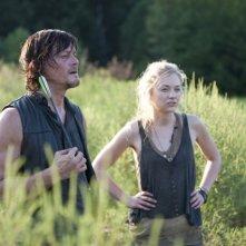 The Walking Dead: Norman Reedus con Emily Kinney nell'episodio Detenuti