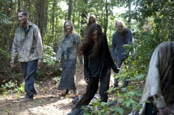 The Walking Dead: un'orda di Erranti nell'episodio Detenuti