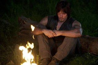 The Walking Dead: un pensieroso Norman Reedus nell'episodio Detenuti