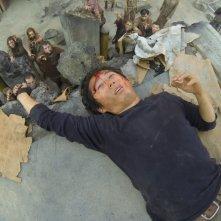 The Walking Dead: un risveglio pericoloso per Steven Yeun nell'episodio Detenuti