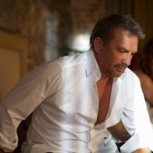 Kevin Costner in 3 Days to Kill - una scena del film