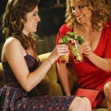 Mixology: Sarah Bolger ed Alexis Carra in una scena della serie
