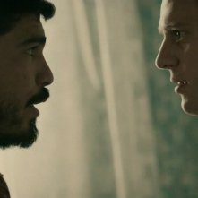 Raúl Castillo e Jonathan Groff in 'Looking in the Mirror' episodio della prima stagione di Looking