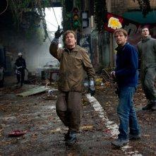 Il regista Gareth Edwards sul set con Bryan Cranston