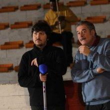 La mossa del pinguino: Ennio Fantastichini e Ricky Memphis in una scena