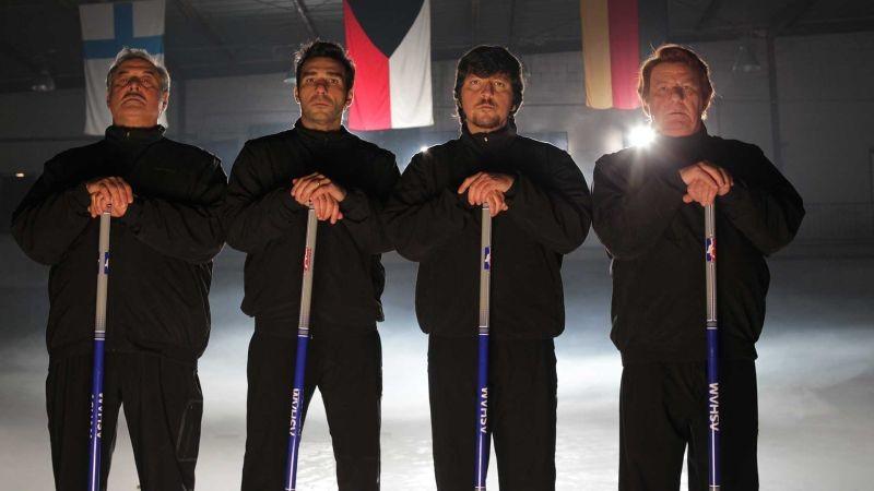 La Mossa Del Pinguino I Quattro Aspiranti Atleti Olimpici Di Curling In Una Scena Del Film 300191