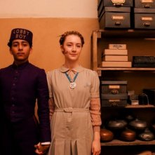 The Grand Budapest Hotel: gli innamorati Saoirse Ronan e Tony Revolori