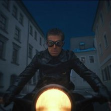 The Grand Budapest Hotel: il minaccioso Willem Dafoe in motocicletta