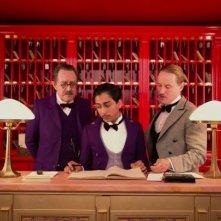 The Grand Budapest Hotel: Tony Revolori e Owen Wilson dietro il banco della reception