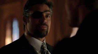 Arrow: Manu Bennett in una scena dell'episodio della stagione 2, Time of Death