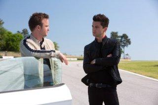 Need for Speed: Dominic Cooper e Aaron Paul in una scena