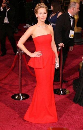 Jennifer Lawrence sul tappeto rosso degli Oscar 2014