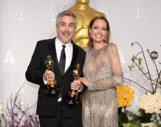 Oscar 2014: due Oscar e una foto con Angelina Jolie per il regista di Gravity Alfonso Cuarón