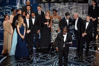 Oscar 2014: produttori e cast di 12 anni schiavo ricevono il premio per il miglior film