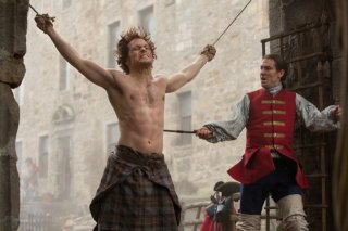 Outlander: Tobias Menzies e Sam Heughan in una scena