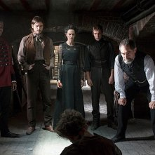 Penny Dreadful: Danny Sapani, Josh Hartnett, Eva Green, Harry Treadaway e Timothy Dalton in una scena