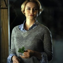 Resurrection: Samaire Armstrong in una scena