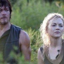 The Walking Dead: Norman Reedus ed Emily Kinney nell'episodio Non tutto è perduto