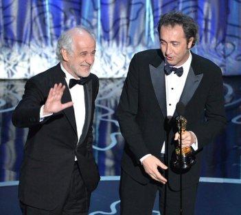 Paolo Sorrentino vince l'Oscar per La grande bellezza - qui sul palco con Toni Servillo