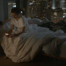 Lei: Joaquin Phoenix augura la buonanotte alla sua amata in una scena del film