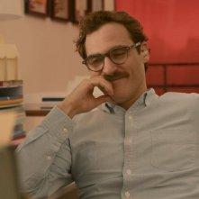 Lei: Joaquin Phoenix nei panni di Theodore in una scena del film