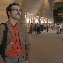 Lei: Joaquin Phoenix solo coi suoi pensieri in una scena del film